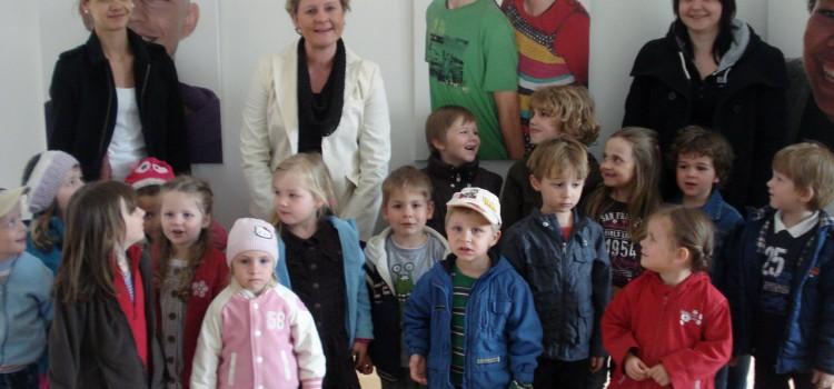 Kindergarten besucht Klinikclowns Fotoausstellung