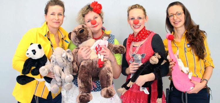 Kunden von IKEA Würzburg spenden Kuscheltiere für die Klinikclowns Lachtränen Würzburg e.V.