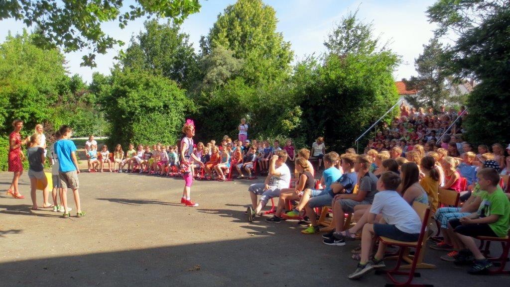 """Nudel als Dirigentin beim """"Alle-meine-Entchen-Rap"""""""