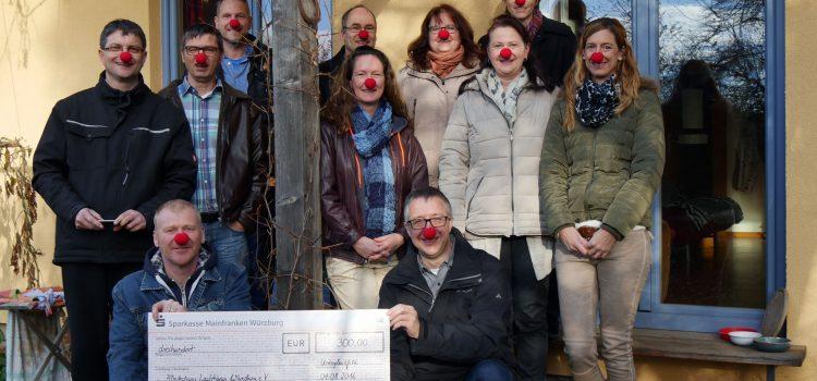 Schnurrbart-Spendenversteigerung und 300 Euro für die Klinikclowns Würzburg
