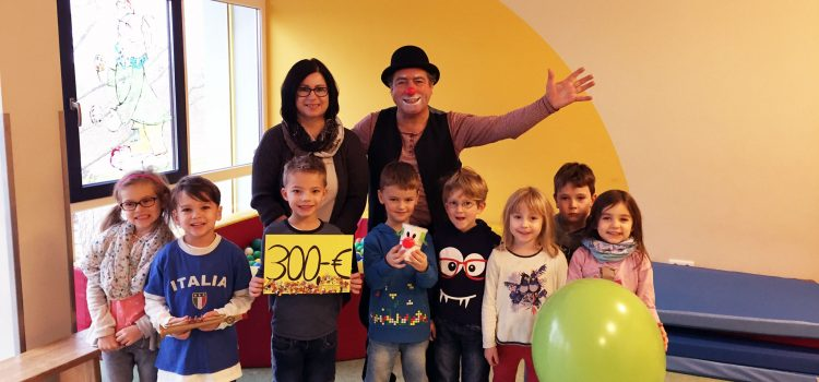Spende des Kindergarten Essfeld and die Würzburger Klinikclowns
