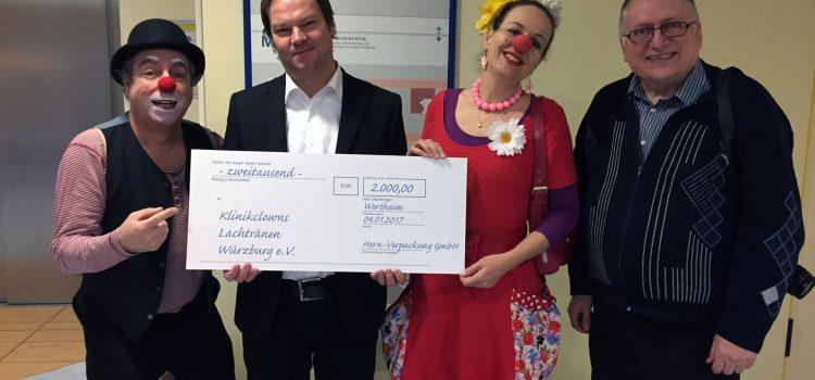 Horn-Verpackungen aus Wertheim spenden 2.000 Euro für die Arbeit der Klinikclowns Würzburg