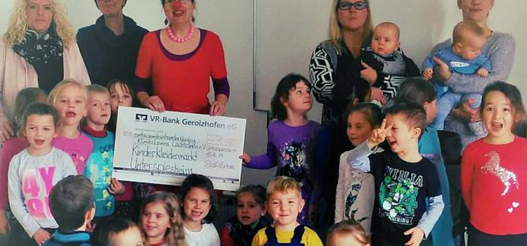 Spende an die Klinikclowns Würzburg vom Organisationsteam des Kinderkleidermarktes in Unterspiesheim