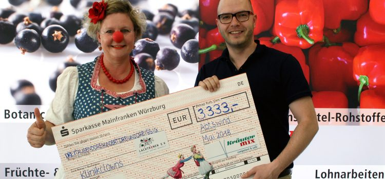 Kräuter Mix spendet 3333 Euro an die Klinikclowns Lachtränen Würzburg e.V.