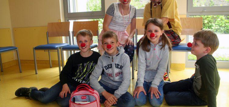 Spende der Erstkommunionkinder aus Binsfeld für die Klinikclowns Lachtränen Würzburg e.V.