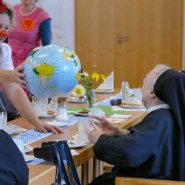 Machnix & Schlawine zu Besuch bei der Kongregation der Ritaschwestern