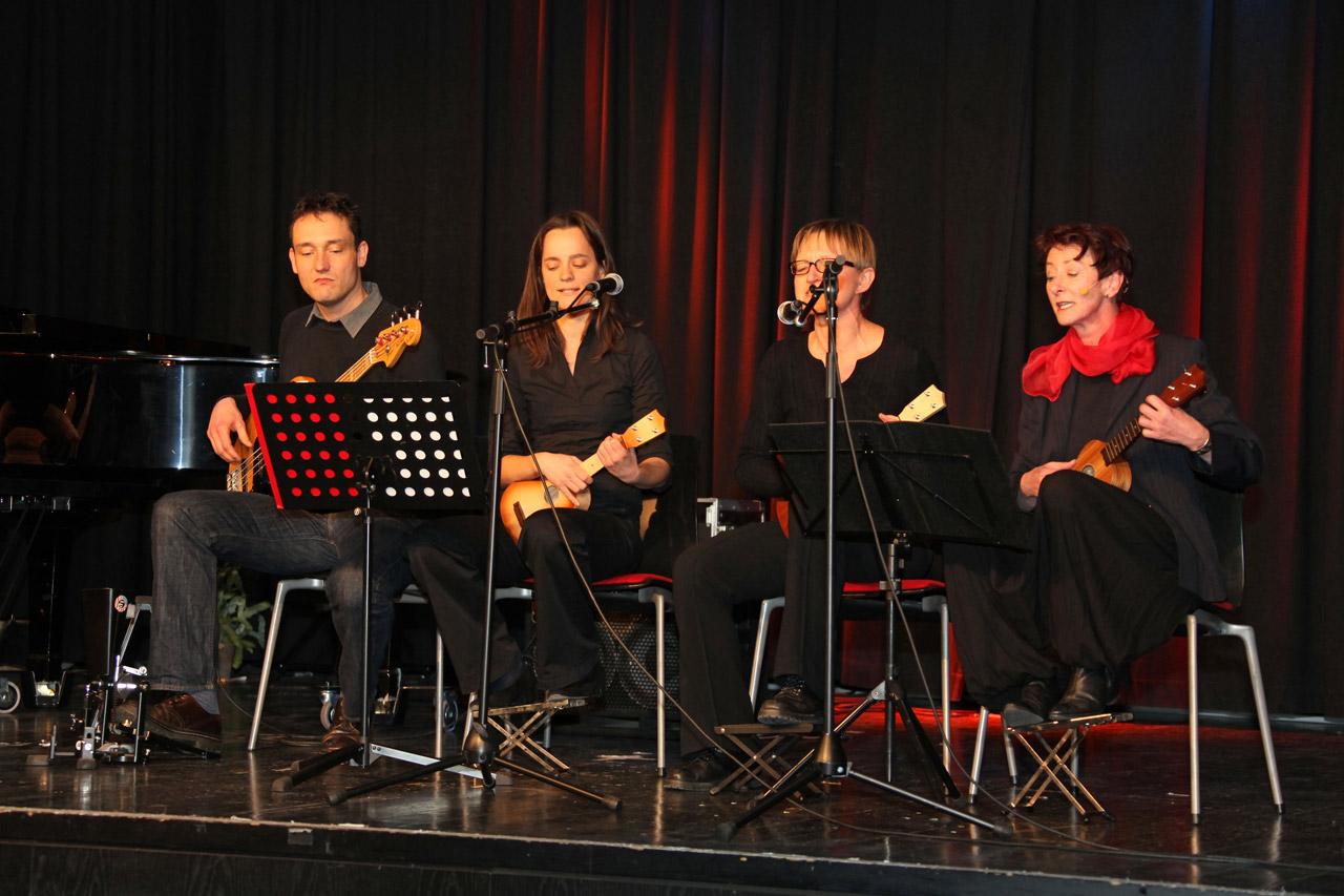 Ukuleleorchester-mit-Carmen-Ruth