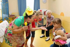 Klinikclowns-Wuerzburg-Kinderklinik-am-Moenchsberg-20210407-03