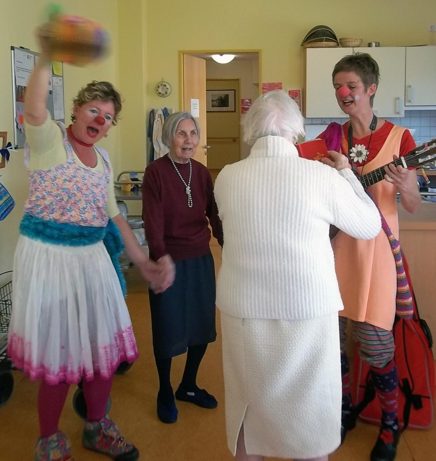 klinikclowns-seniorenheim-mai-2011-15